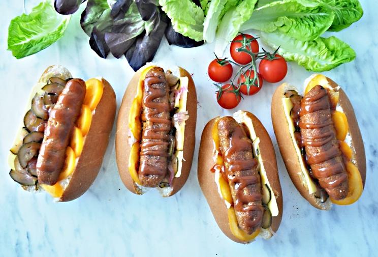 https://www.receptyonline.cz/wp-content/uploads/2018/10/dom%C3%A1ce-veg%C3%A1nske-hotdogy2.jpg